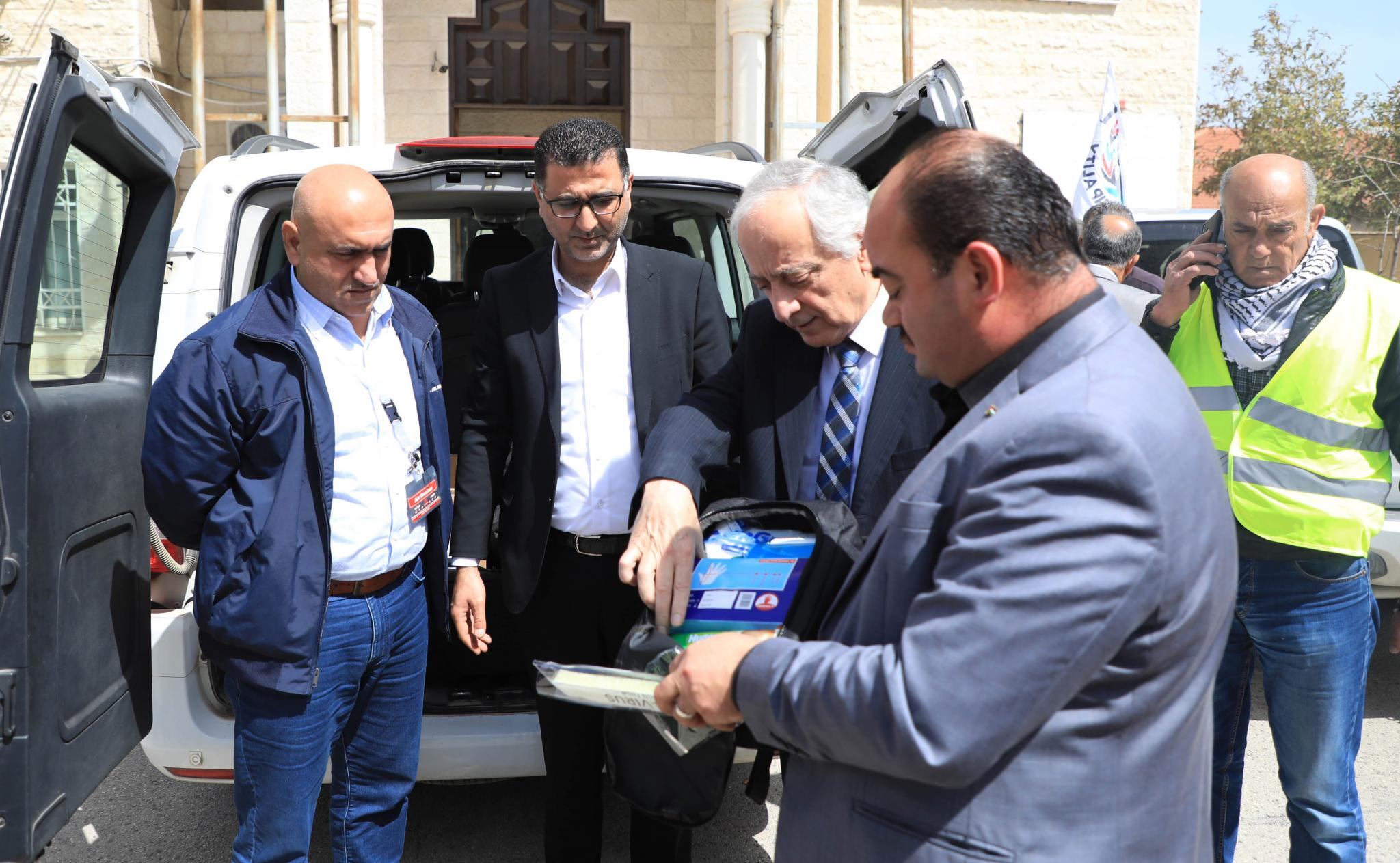 Providing medical supplies for the emergency committee in Jenin