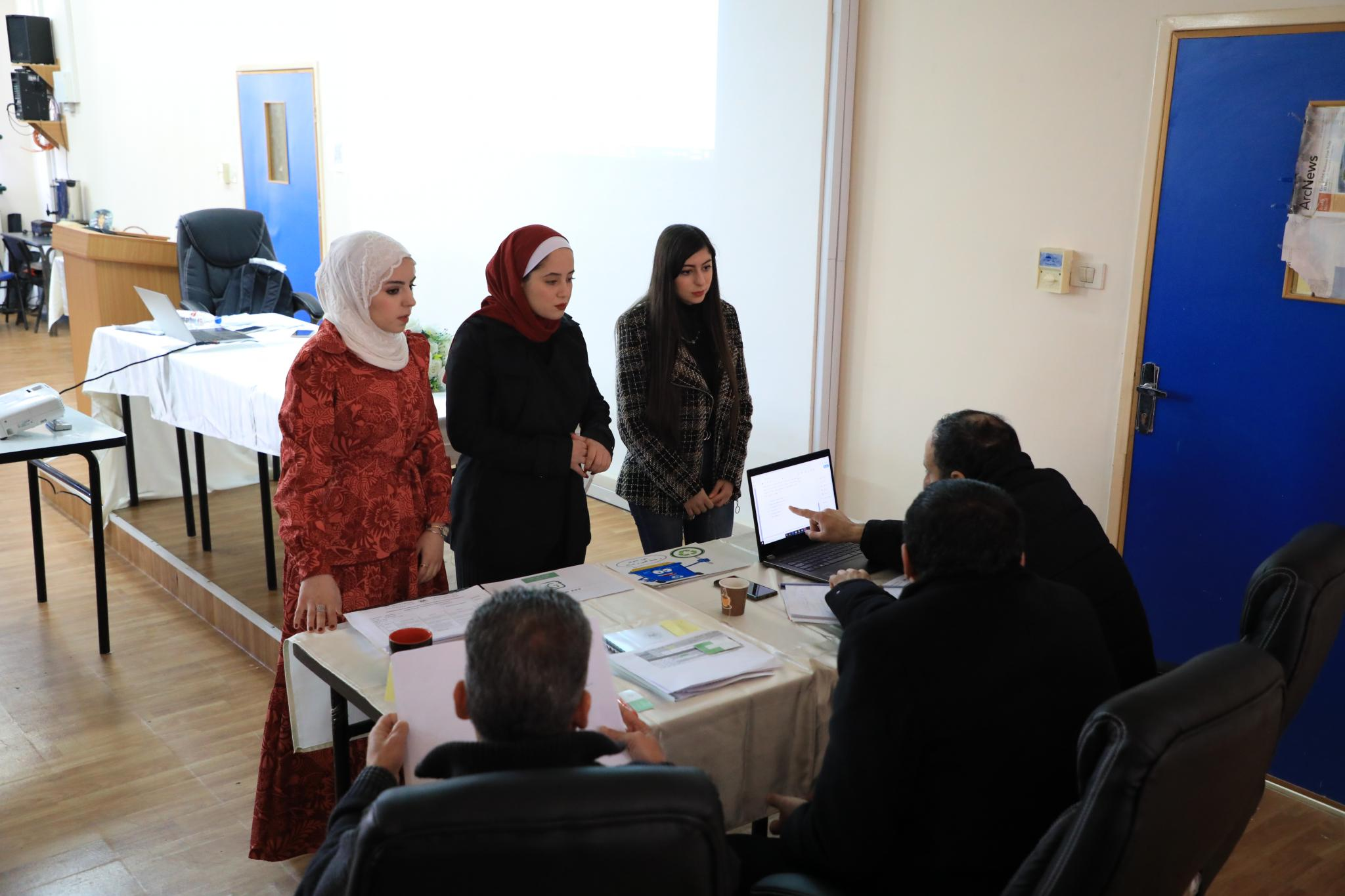 The smart phone application project to improve waste recycling process (Green)