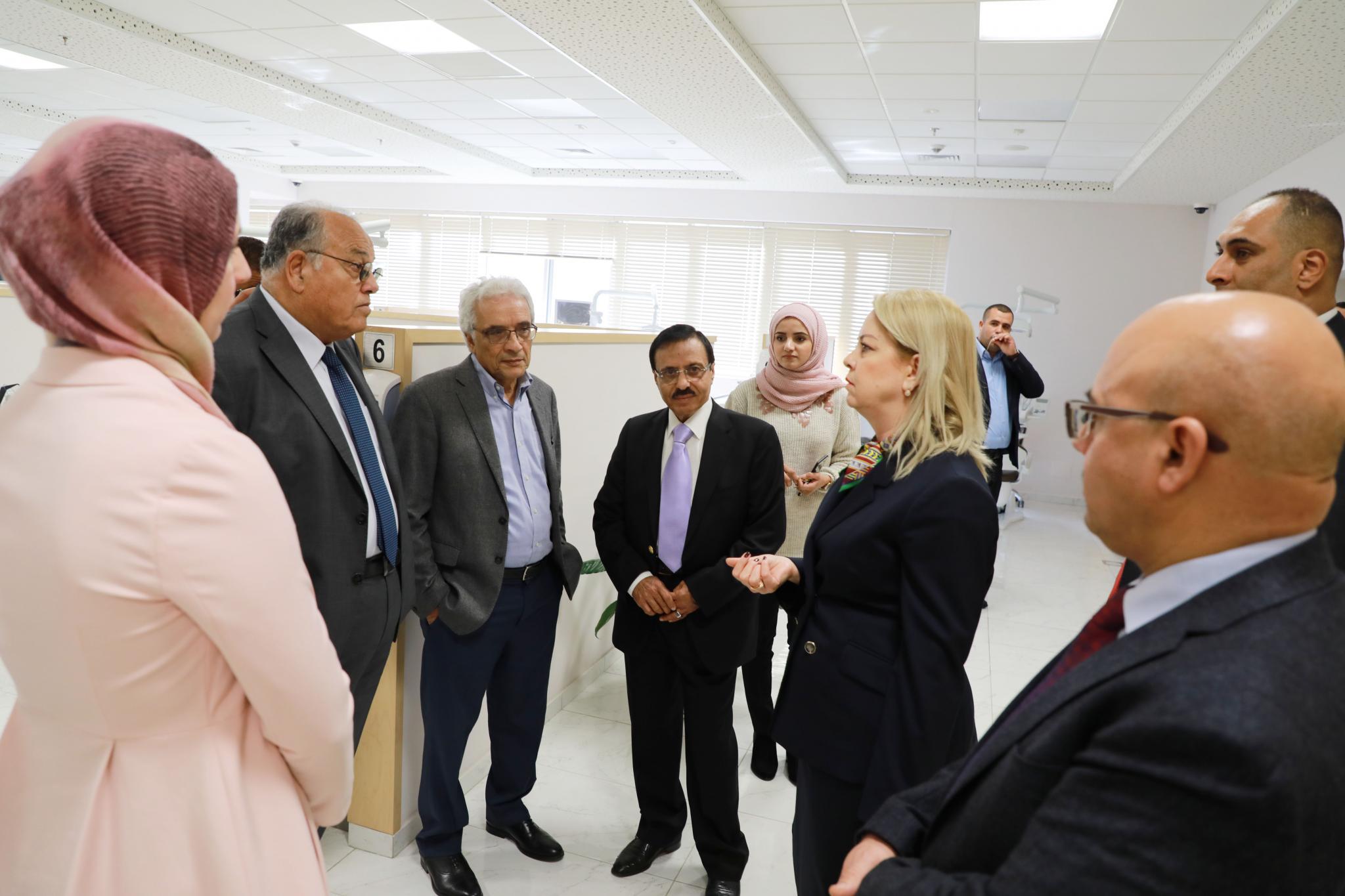 جانب من استقبال مستشارة رئيس الوزراء خلال زيارة الجامعة