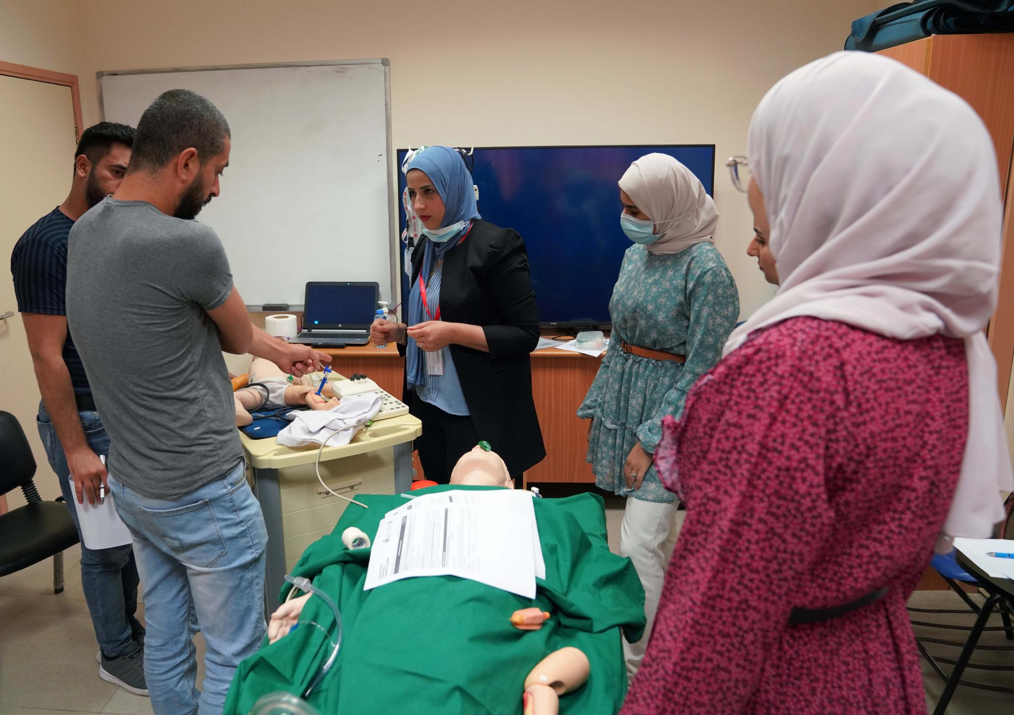 مركز القلب في الجامعة يعقد دورة إنعاش قلب متقدمة للأطفال لكادر طبي وصحي من مستشفى النجاح الوطني الجامعي