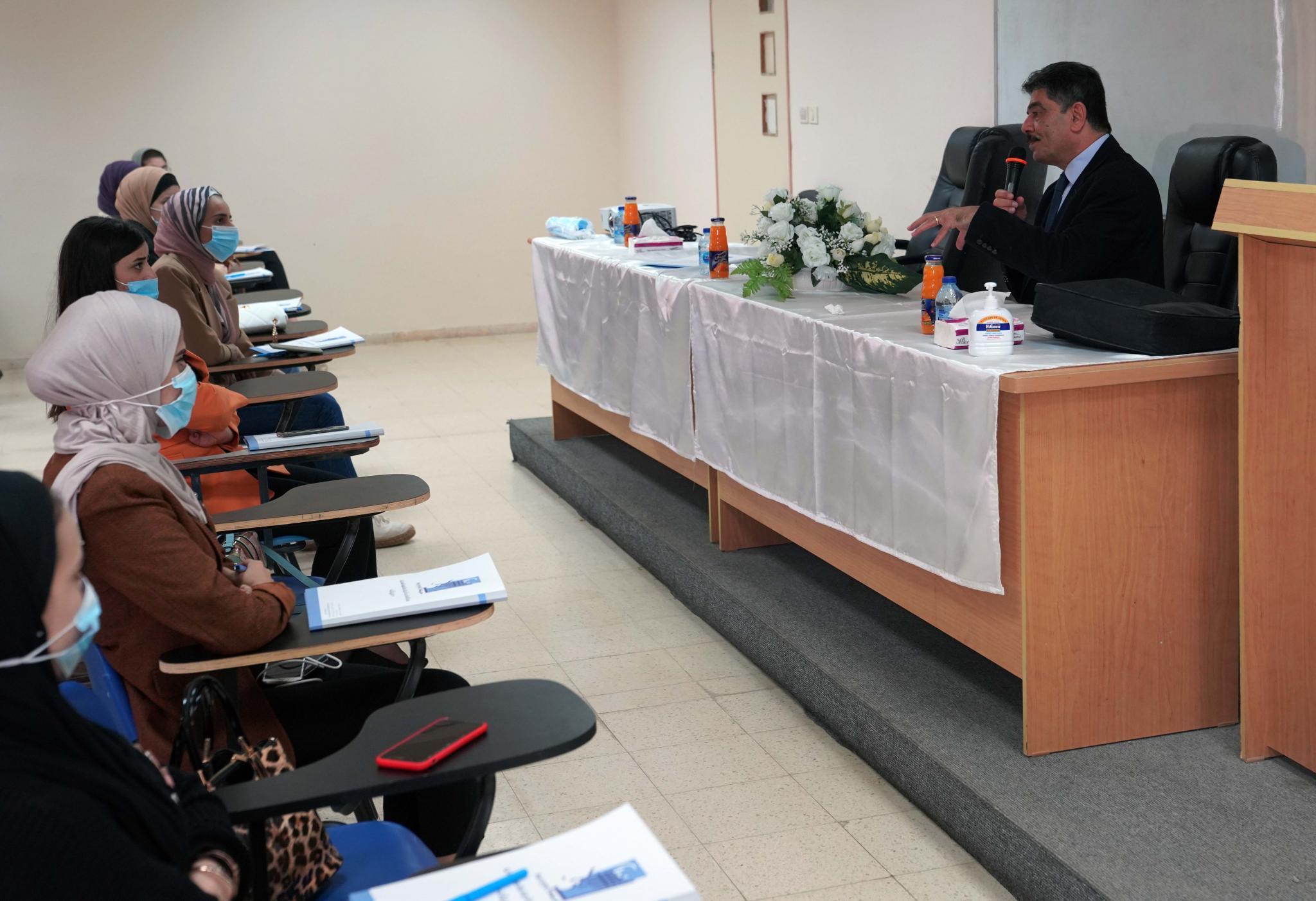 """الجامعة تنظم محاضرة لطلبتها في كلية الحقوق حول """"التعذيب إذلال للكرامة الإنسانية"""""""