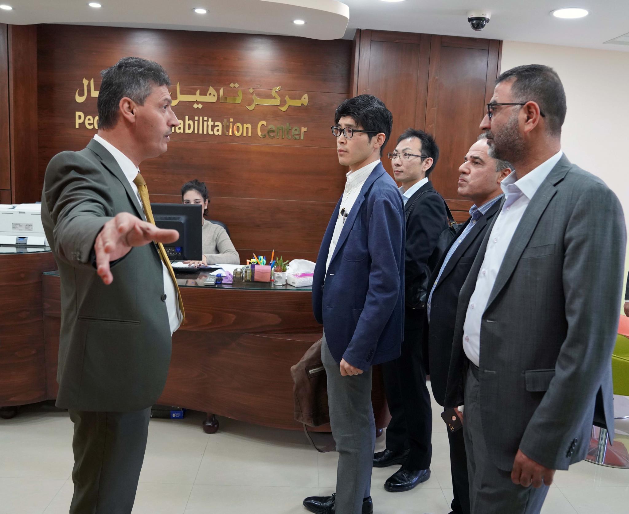 وفد من السفارة اليابانية يزور الجامعة