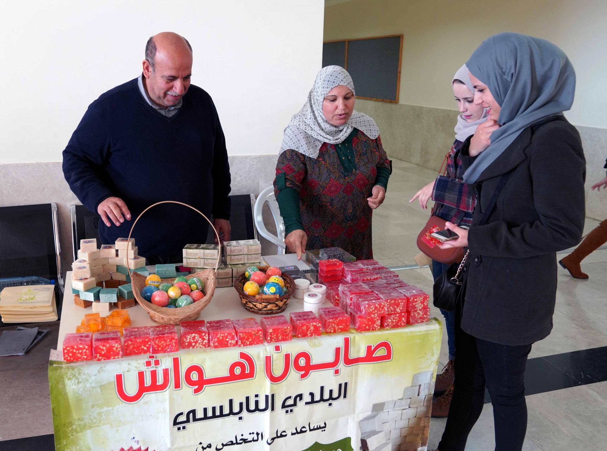 جانب من يوم التراث الفلسطيني في الجامعة