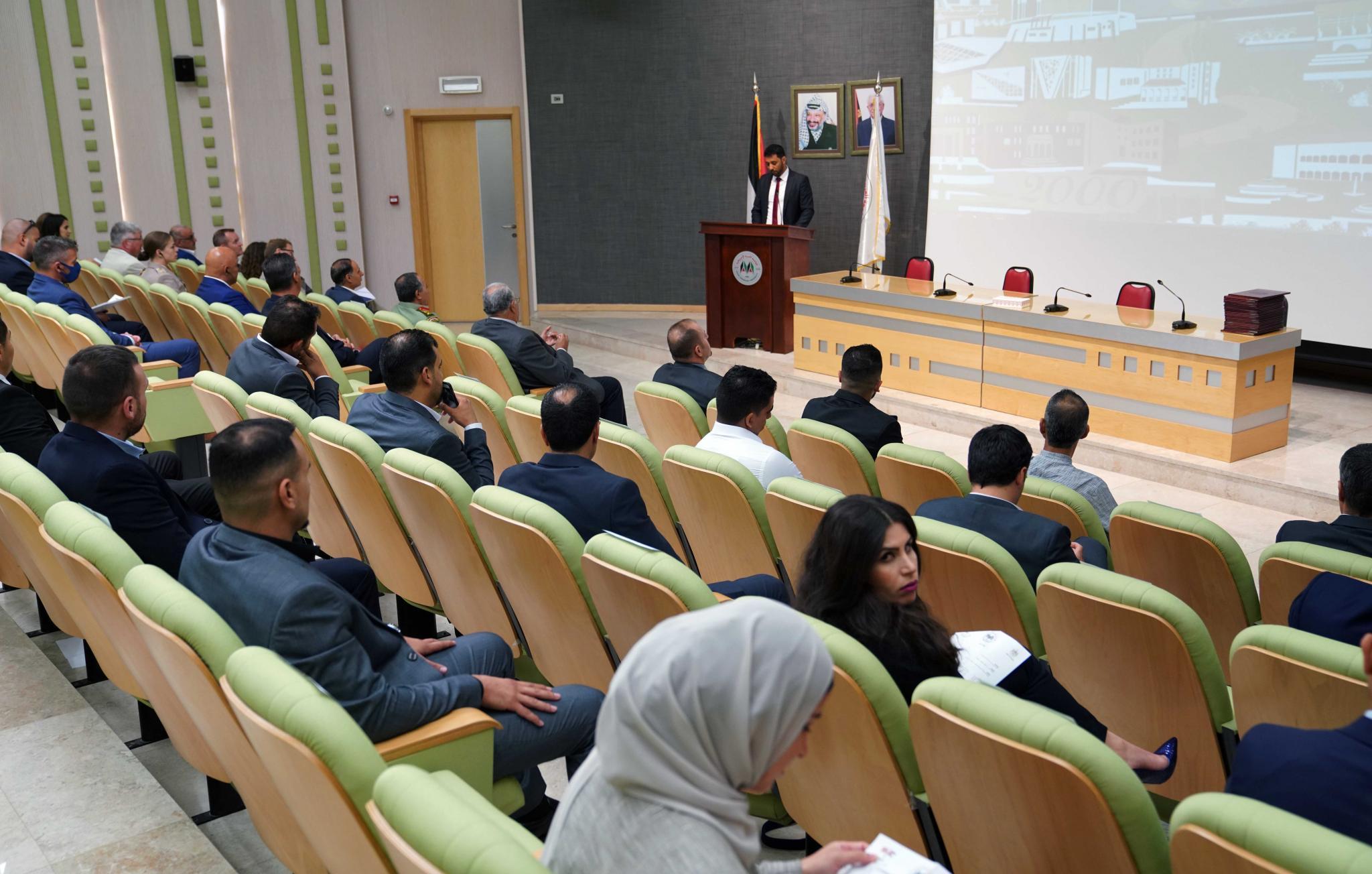 الجامعة تحتفل بتخريج الفوج الأول من طلبة البرنامج التدريبي في إدارة الموارد البشرية