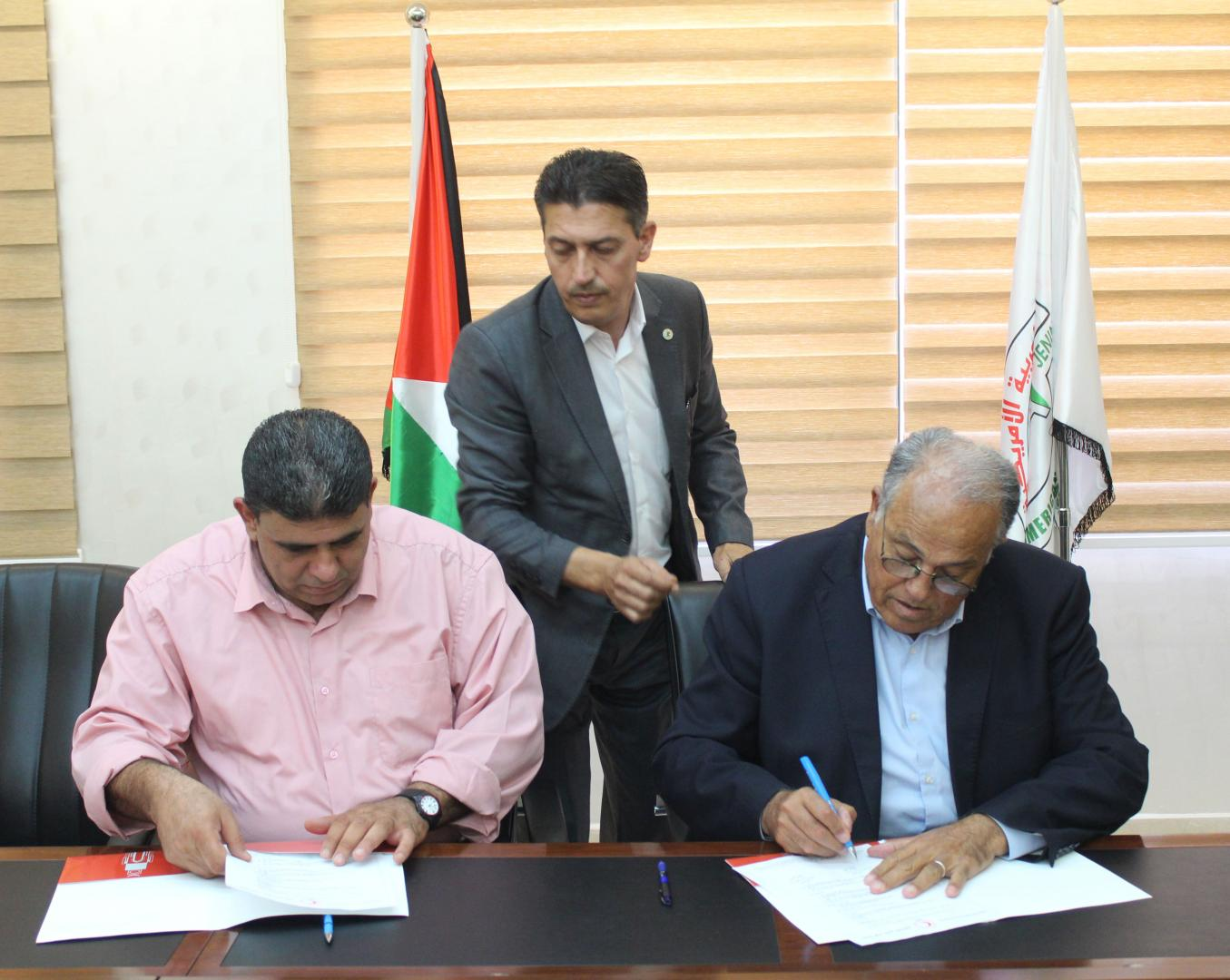 جانب من توقع اتفاقية انشاء مركز اسعاف وطوارئ في حرم الجامعة