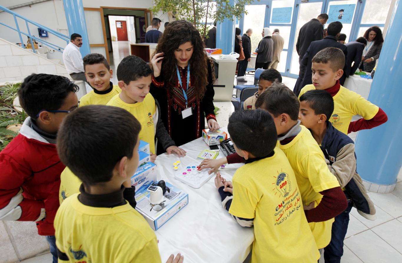 الطلبة المشاركين في معرض ألعاب الذكاء
