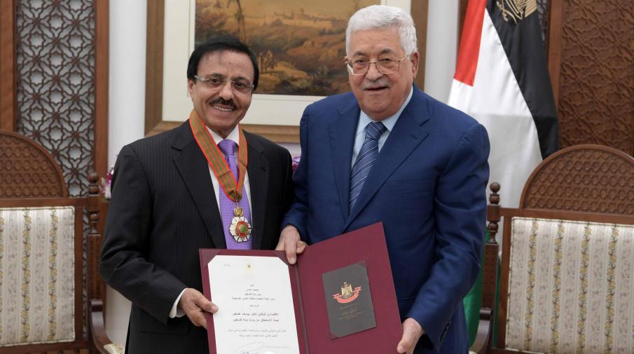 الرئيس يمنح الاقتصادي الوطني عصفور نجمة الاستحقاق من وسام دولة فلسطين