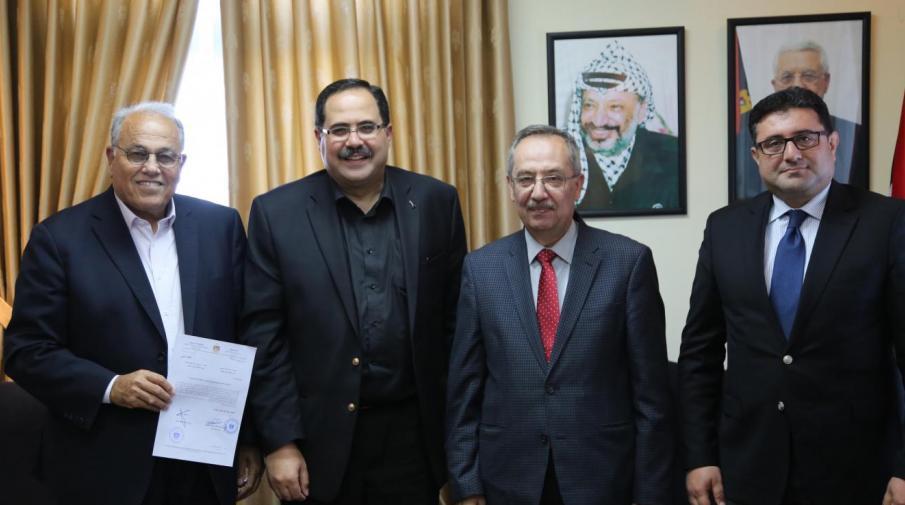 Saidam awarding The Arab American and Al-Najah the accreditation of the Contemporary Public Relations Master Program