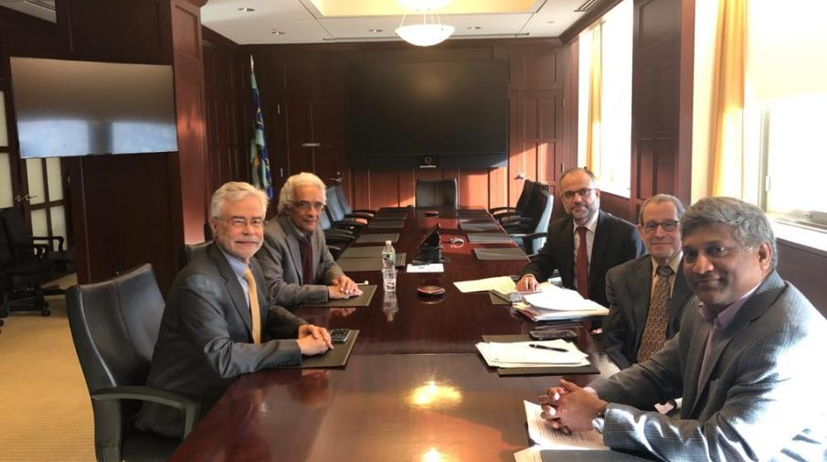 A meeting between Prof. Waleed Deeb – the Academic Advisor of the Board of Directors and the Founding President and Dr. David A. Heath- the President of the College of Optometry of the State University of New York (SUNY) and some faculty members.