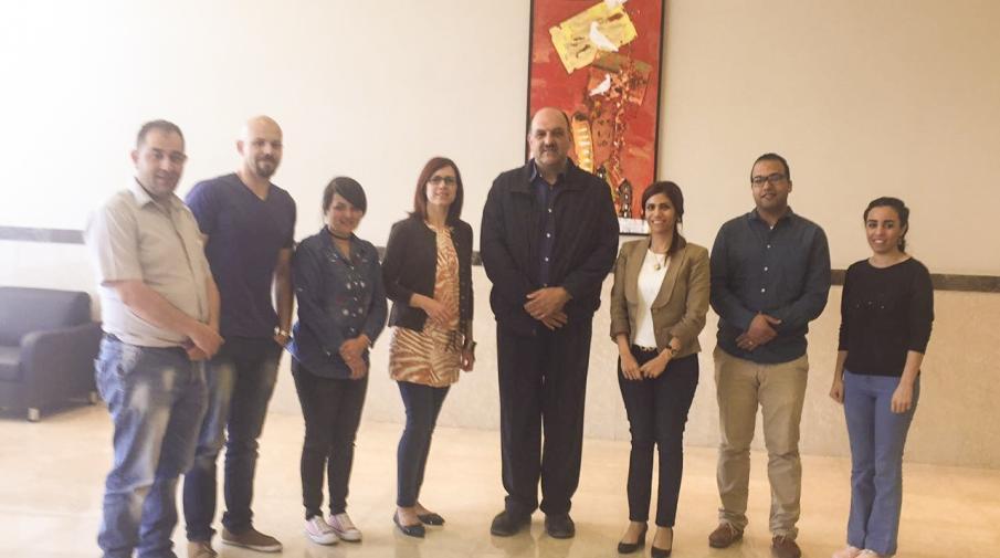 طلبة برنامج ماجستير حل الصراعات والتنمية مع د.دلال عريقات ورجل الاعمال سام بحور