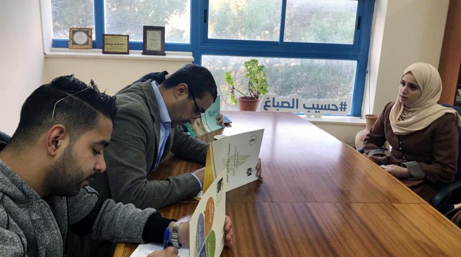 جانب من اجراء المقابلات مع الطلبة بهدف التدريب والتوظيف