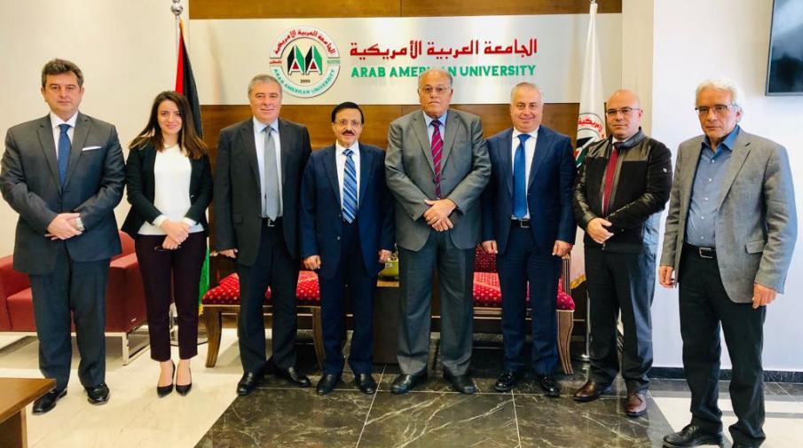 الجامعة وبنك فلسطين يبحثان التعاون المشترك