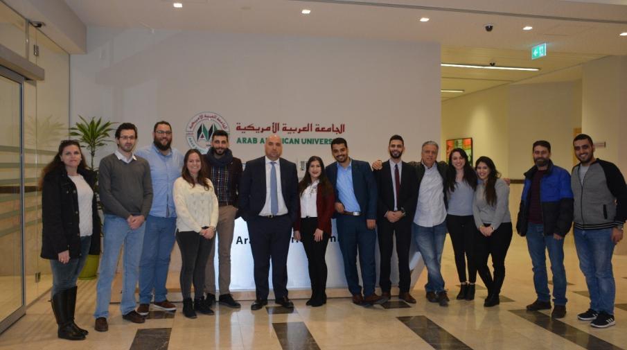 الرئيس التنفيذي لبورصة فلسطين يقدم محاضرة لطلاب الماجستير في إدارة الأعمال في الجامعة