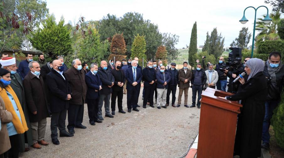 الجامعة ووزارة الزراعة وفعاليات جنين يحيون يوم الشجرة العالمي بزراعة اشجار الزيتون في حرم الجامعة