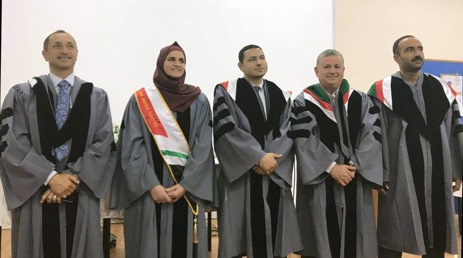 الباحثة عبير عبد الله زعرور، طالبة علم الحاسوب في كلية الدارسات العليا