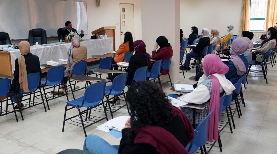 الجامعة تنظم محاضرة لطلبتها في كلية الحقوق حول