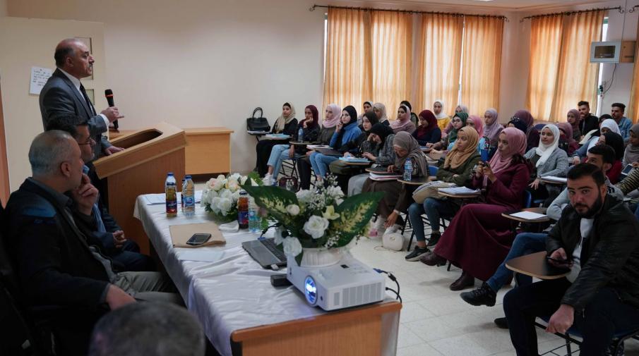 الجامعة تنظم محاضرة لطلبتها حول التحديات التي تواجه الأموال الوقفية في فلسطين