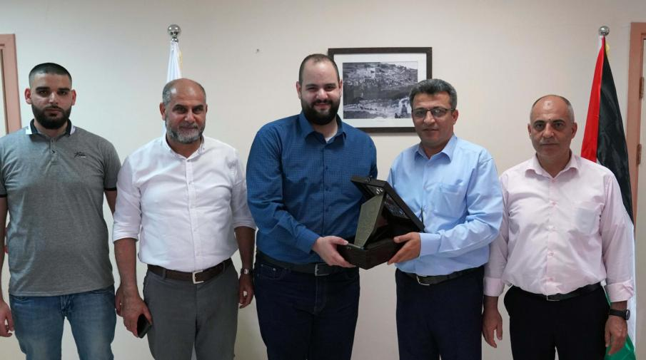 AAUP Honored the Director of Auxilium Company for his Role in Training Students of the Faculty of Engineering and Information Technology
