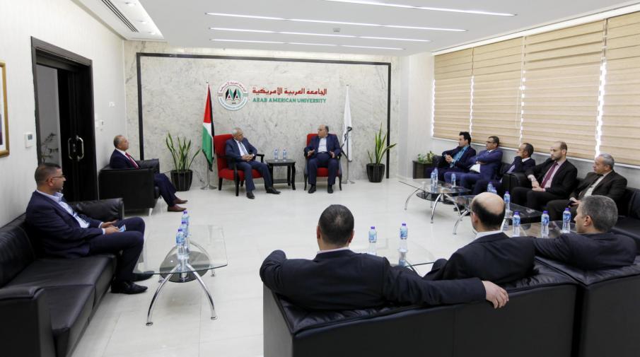 رئيس الجامعة الأستاذ الدكتور علي زيدان أبو زهري يستقبل رئيس هيئة تسوية الأراضي والمياه الوزير القاضي موسى شكارنة