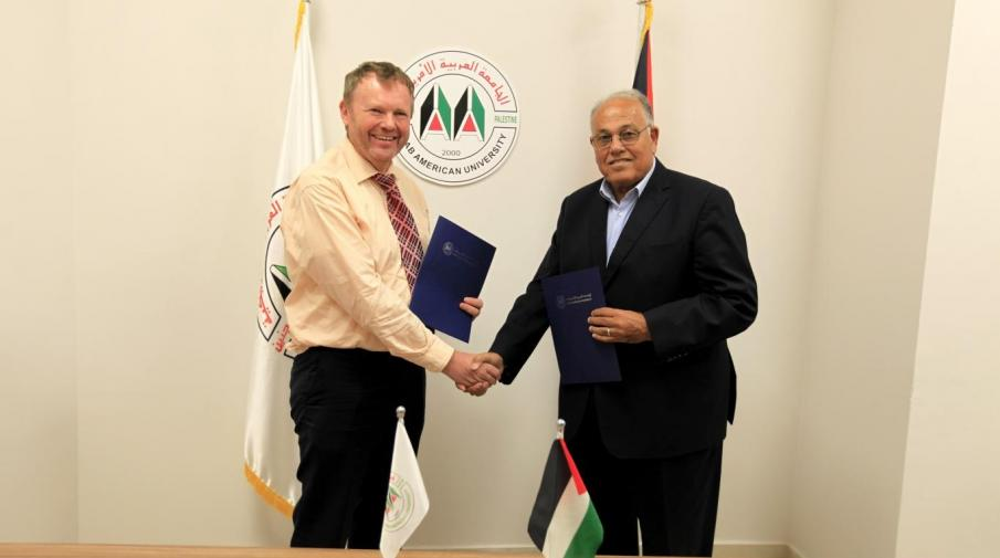 Signing the agreement between the university and Friedrich Schiller University in Germany