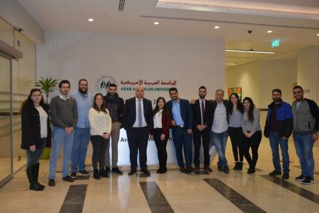 The CEO of the Palestine Exchange presents a lecture to MBA students at the University