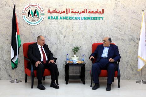 وزير التعليم العالي والبحث العلمي يزور الجامعةويطلع على تطورها الاكاديمي والبحثي