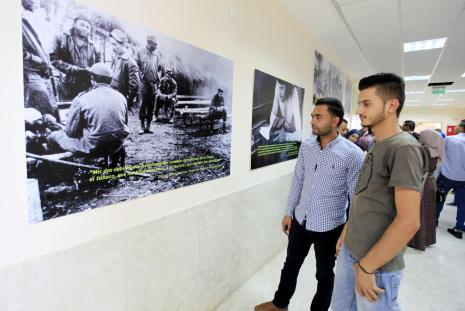 "University students participating in the ""Guevara Reader without Boarders"" exhibition"