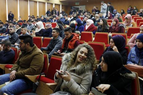جانب من اليوم الارشادي للطلبة الجدد