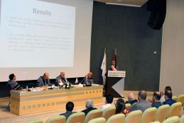 جانب من مناقشة الباحث وليد ذيب فضل، طالب حل الصراعات والتنمية