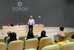 يوم دراسي تفاعلي لطلبة الدراسات العليا في الجامعة حول القيادة في مجال الأعمال