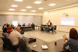جانب من المحاضرة عن دور المجتمع المدني في تطوير عملية السلام