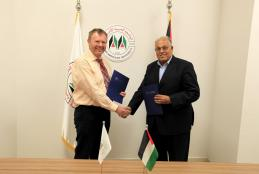 جانب من توقيع الاتفاقية بين الجامعة وجامعة فريدريك شيلر في المانيا