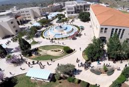 صورة جوية لساحة النافورة في الجامعة