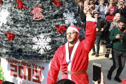 اضاءة شجرة عيد الميلاد المجيد في الجامعة