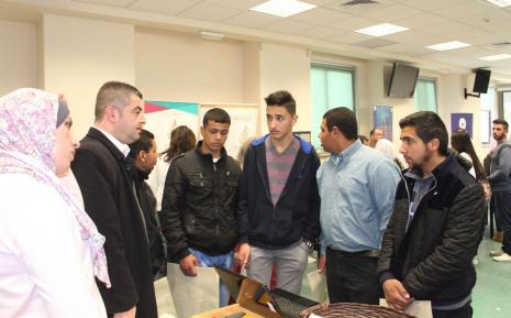 تقديم شرح للطلبة عن الجامعة