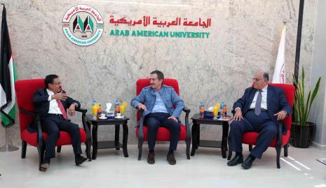 The Mayor of Turkish City Eschshahis Tebibashi Visits the University