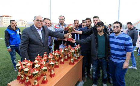 تكريم الفائزين في بطولة الجامعات للشطرنج وكرة المضرب والكاراتيه
