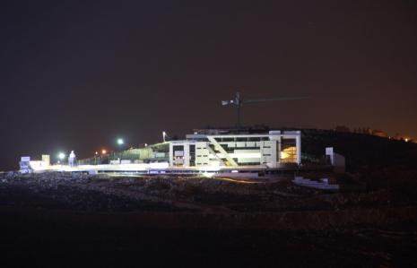 مبنى الدراسات العليا في رام الله ليلا
