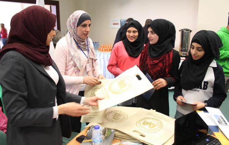 تقديم شرح لطلبة التوجيهي عن الجامعة