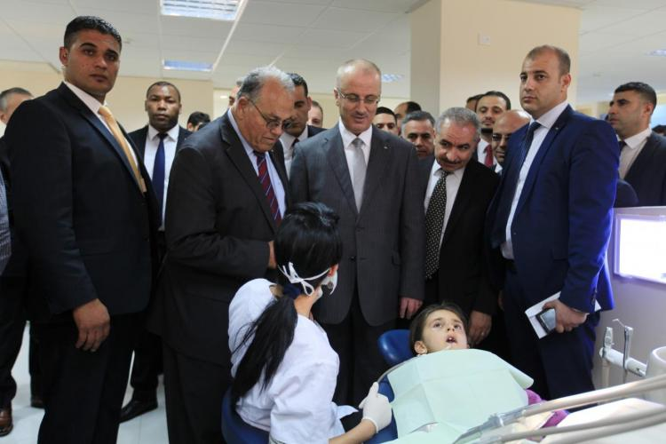 الدكتور رامي الحمد الله يتفقد عيادات طب الاسنان بالجامعة